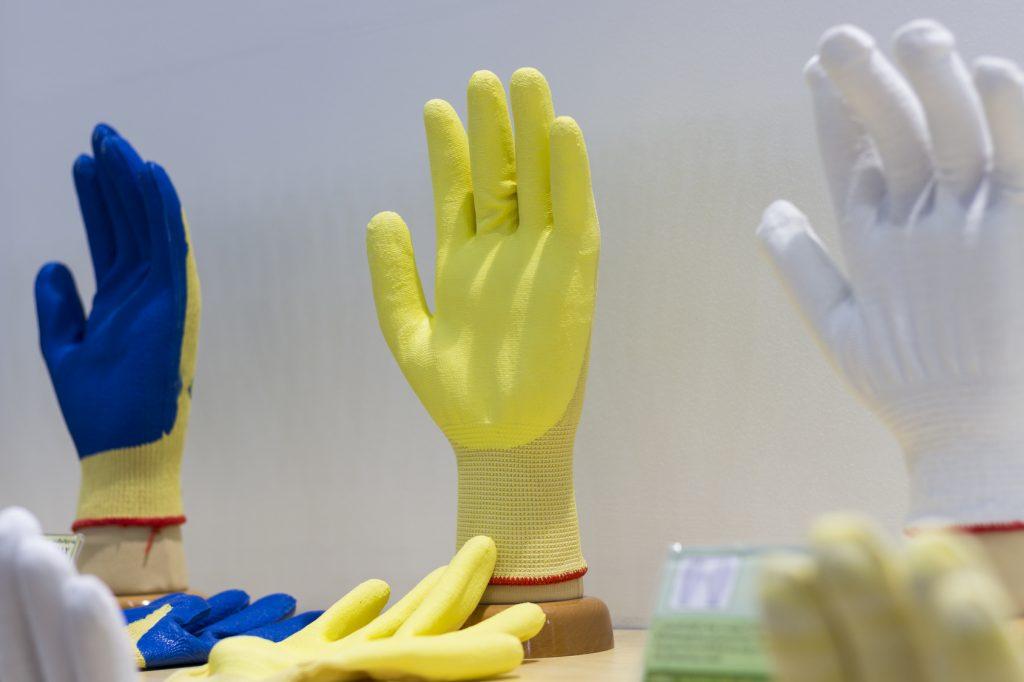 Tieni il consumo dei guanti sotto controllo