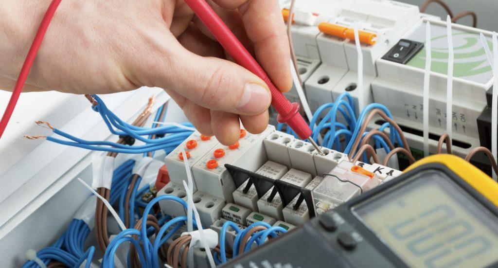 Come ridurre il rischio elettrico nei lavori su impianti elettrici a bassa tensione