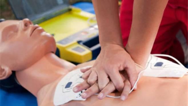 Come gestire il primo soccorso nei luoghi di lavoro: la guida Inail